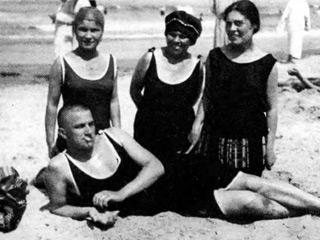 Владимир Маяковский, поездки в Крым (1913-1928), отзывы о чудесной природе и плохом сервисе