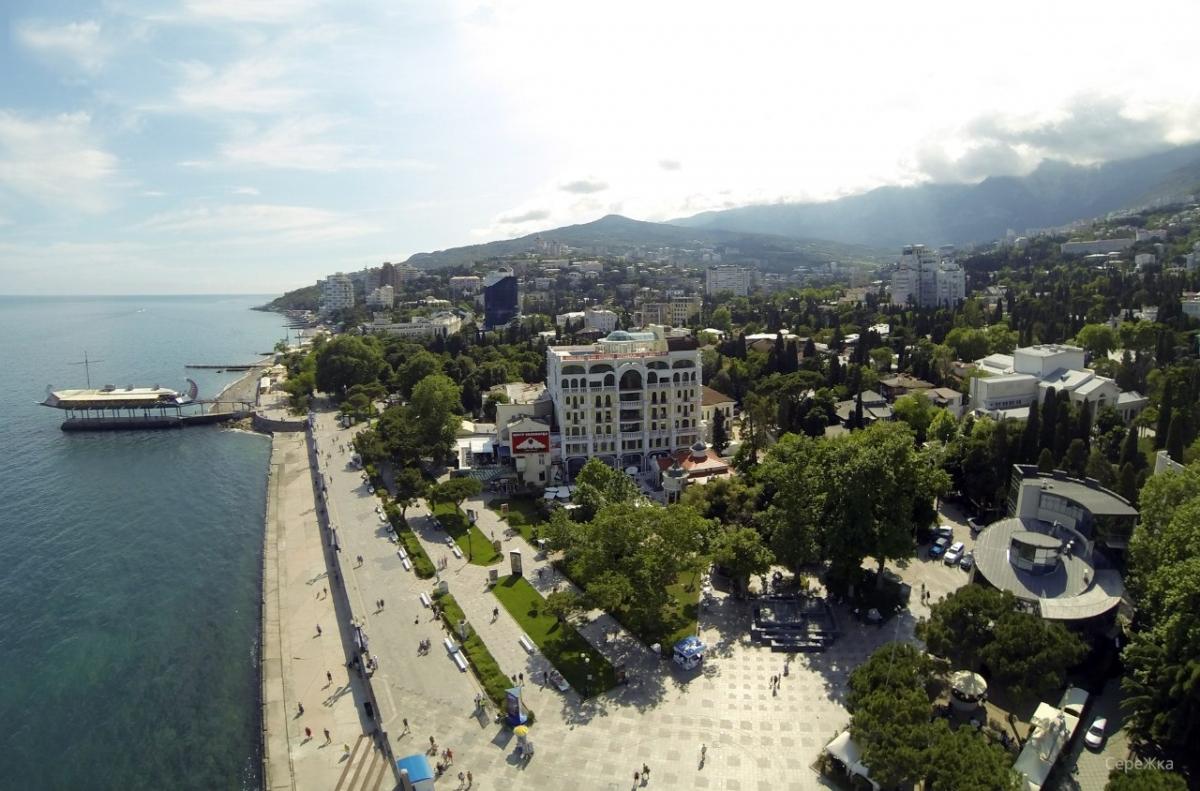 Пляжи, набережные и парки Большой Ялты