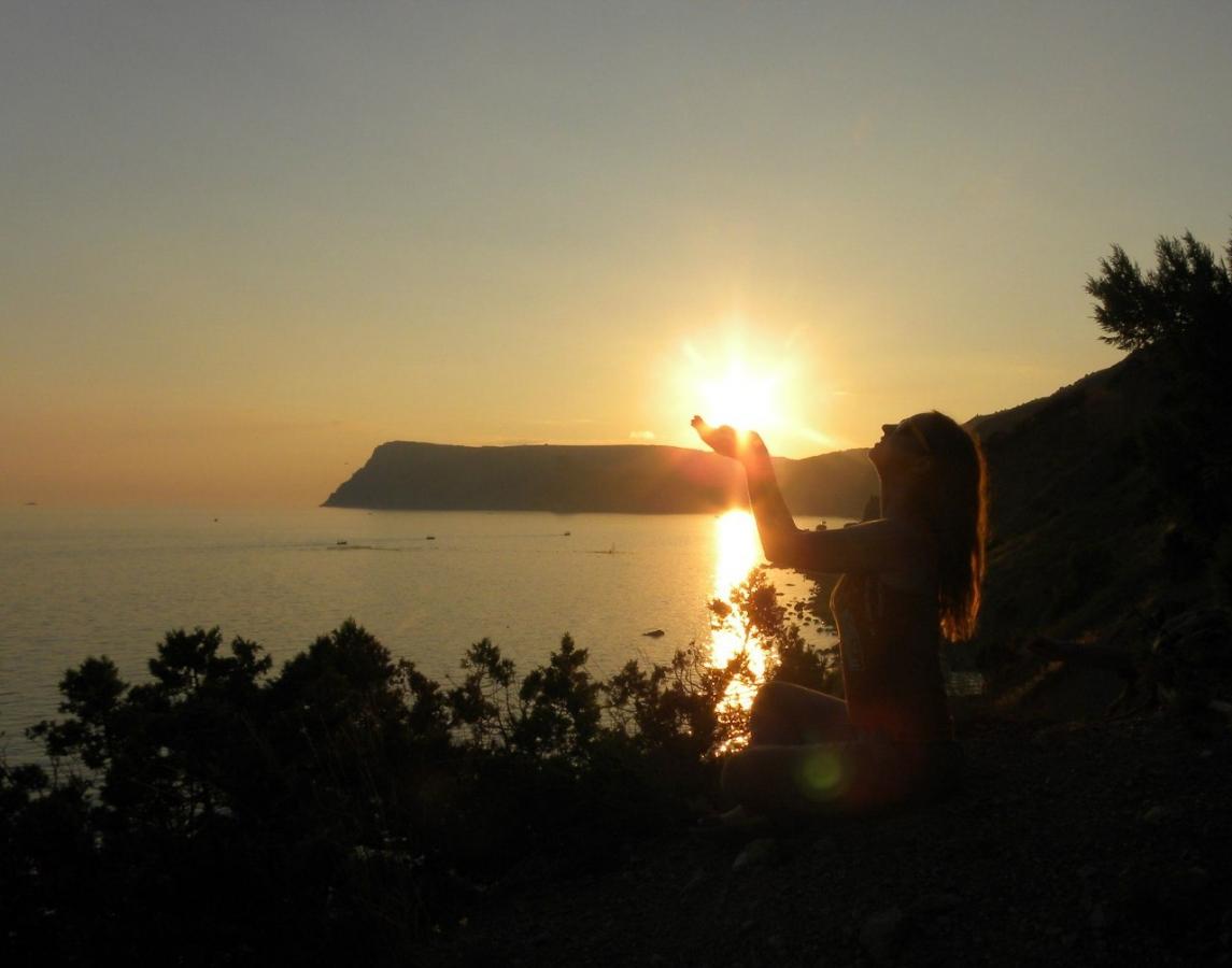 ТОП20 крымских мест для фото игр на фоне заката