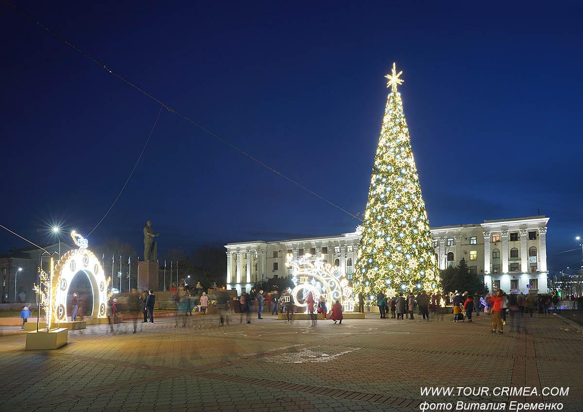 Новогодняя елка на площади Ленина в Симферополе. Праздник приближается!