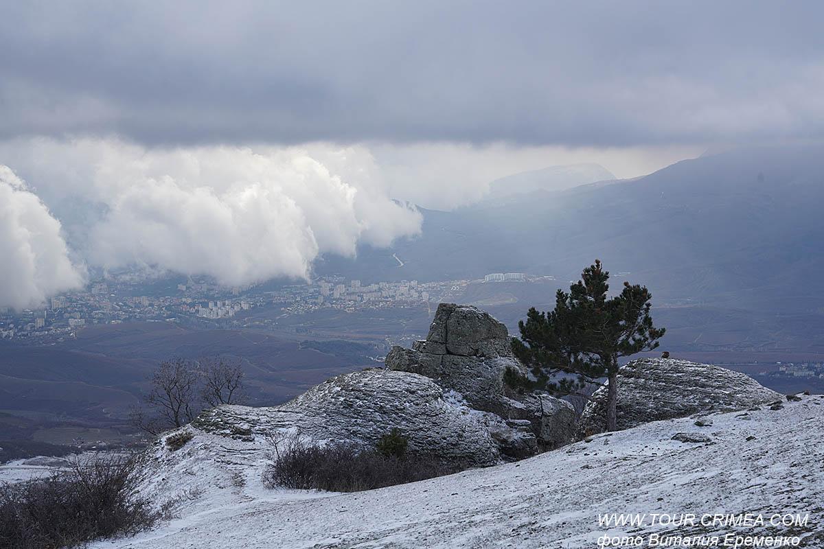 Поймать снежную тучу на горе Демерджи или как почувствовать себя метеорологом в Крыму.