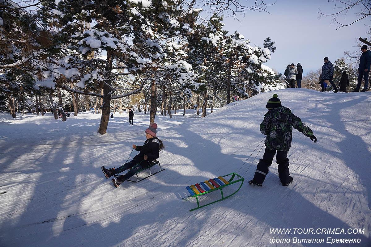 Снежная зимушка-зима пришла в феврале 2021 в Крым!