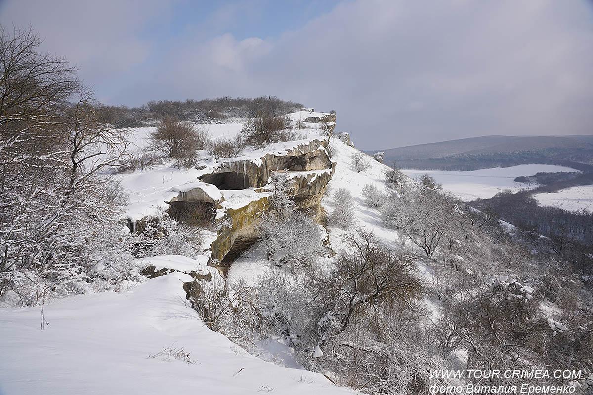 Зимний поход к пещерному городу Бакла, или очень снежный крымский февраль 2021