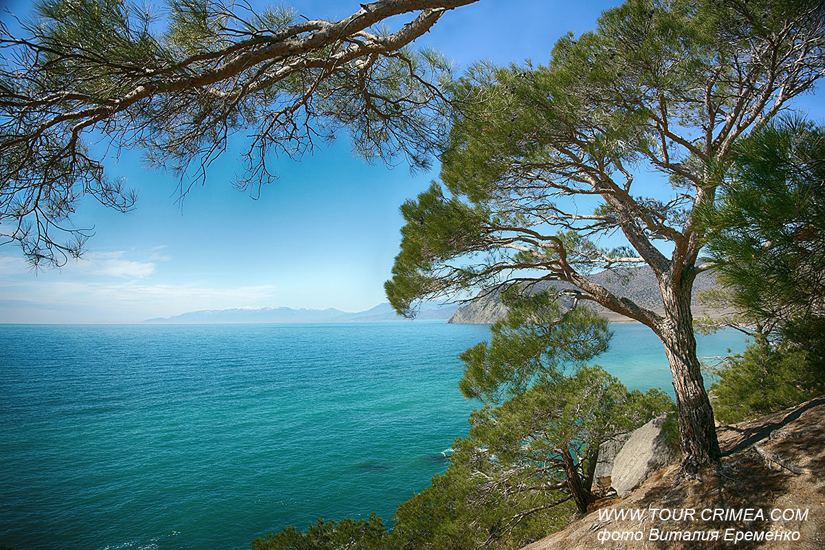 Прозрачная бирюза моря и бескрайняя  синева неба. Ноябрь в Крыму - отличное время для походов!