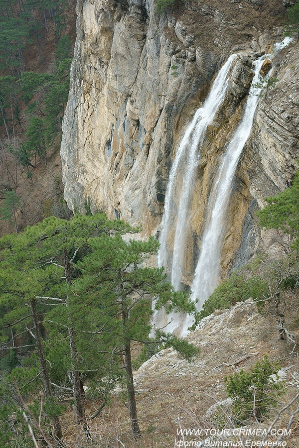 Летящая вода полноводного водопада Учан-Су.