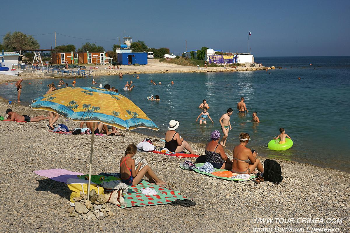 Пляж Аквамарин в Севастополе.
