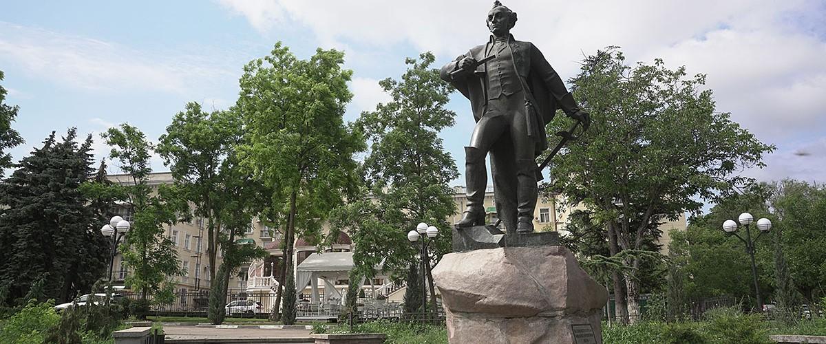 Памятник Суворову в Симферополе