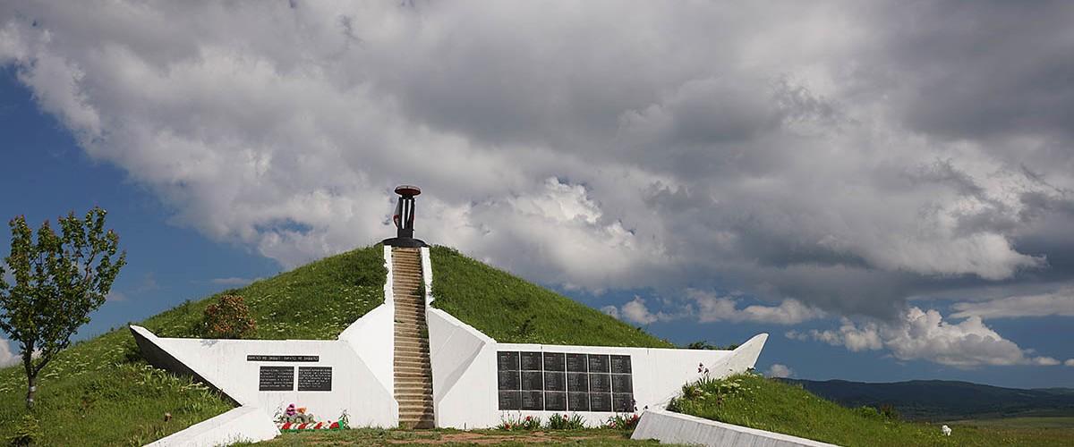 Курган Славы -исторический мемориал на Долгоруковской яйле.