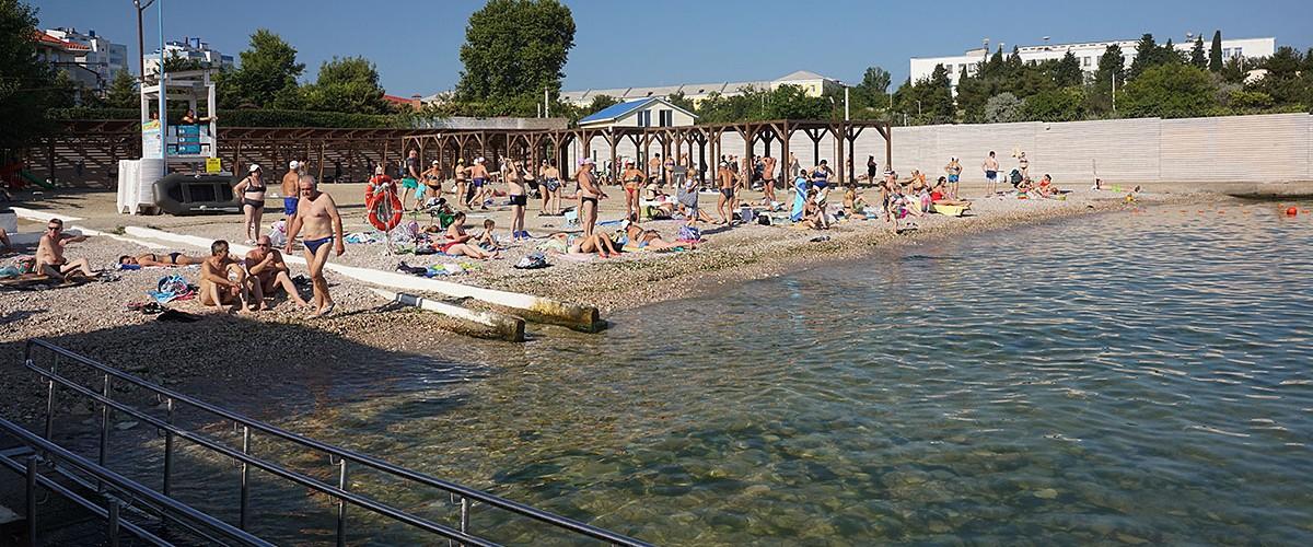 Пляж Песочный в Севастополе - небольшой, но уютный пляж.