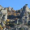 Одинокая сосна на скалах Демерджи. Осень 2021 г.